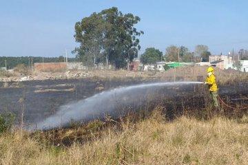 Albañiles intentaron cocinar y terminaron prendiendo fuego un terreno