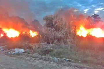"""El """"veranito"""" y las ráfagas de viento favorecieron la propagación de varios incendios"""