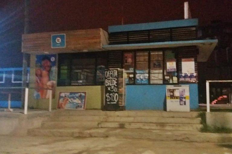Drugstore Umahuaka donde fue asaltado y herido un cliente.