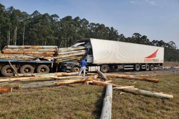 Violento y espectacular choque de camiones en la autovía de la ruta 14