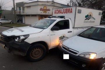 Una ambulancia trasladaba a una mujer con trabajo de parto cuando sufrió un accidente