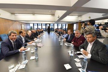 19 gobernadores piden compensaciones por financiar las medidas anunciadas por Macri