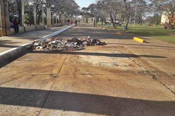 """Finalmente fue trasladado el """"carrito"""" que funcionaba en una calle interna de la Costanera"""