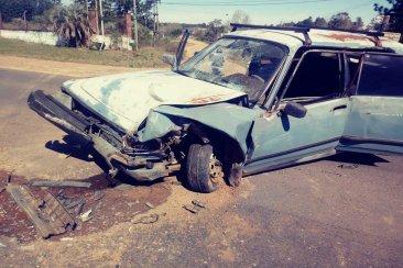 Un conductor terminó hospitalizado tras protagonizar un violento impacto
