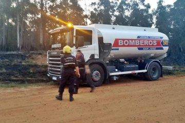 Bomberos de toda la región combatieron un incendio de varios kilómetros de frente