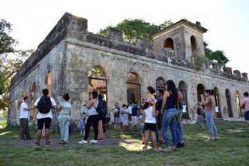 Cientos de estudiantes secundarios han disfrutado de los recorridos históricos del Naranjal de Pereda