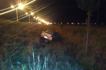 A un concordiense se le reventó un neumático y se despistó en la Ruta 14