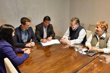 La provincia rubricó convenio para construir 18 viviendas en Concordia