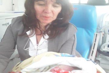 Una mujer no logró llegar al hospital para dar a luz y debió ser asistida en su vivienda