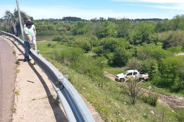Una camioneta cayó de la cabecera norte del Puente Alvear