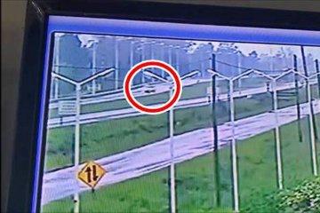 VIDEO: Un auto se despista en plena Ruta 14 y termina en la mano contraria