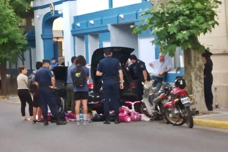 El auto secuestrado fue revisado en las puertas de la Jefatura Departamental