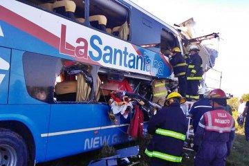 Fatal accidente entre un micro y un camión en la ruta nacional 14