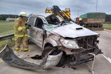 El conductor de una camioneta debió ser hospitalizado tras volcar en ruta 14