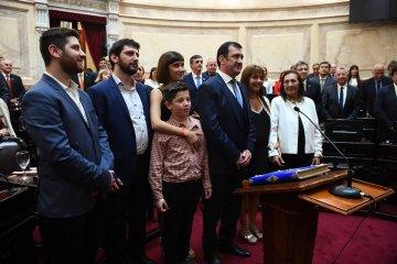 Kueider juró en el Senado y apostó a la articulación de nación, provincia y municipios