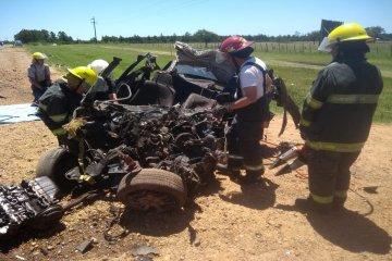 Fatal: Un joven perdió la vida tras impactar su automóvil contra un camión