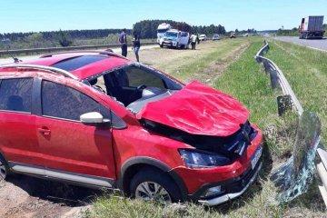 RUTA 14: Se le salió la rueda al acoplado y terminó impactando contra un auto