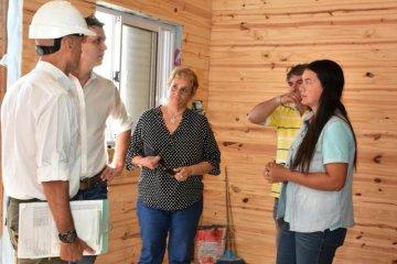 Avanza la construcción de viviendas de madera para las familias afectadas por la inundación