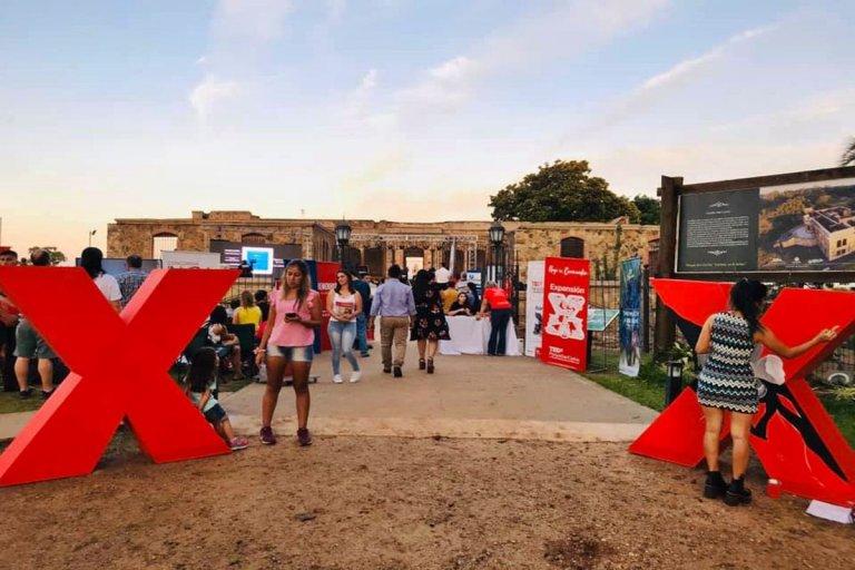 El evento se llevó a cabo con el marco del Castillo San Carlos.