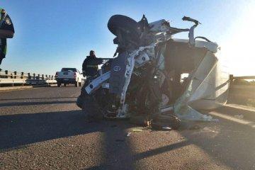 RUTA 14: Una pareja terminó hospitalizada luego protagonizar un impacto contra un camión