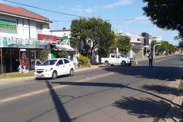 Una mujer falleció tras ser embestida por un automóvil conducido por una policía