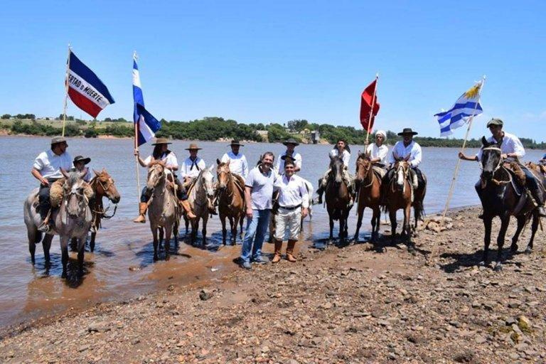 Gay y Lima intercambiaron banderas en el río Uruguay