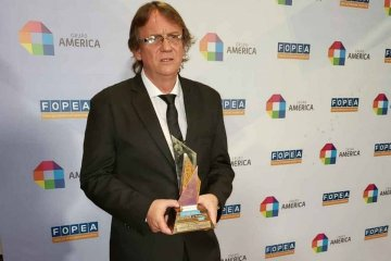 """FOPEA premió """"El Nido"""" de Daniel Enz como mejor libro de investigación 2019"""