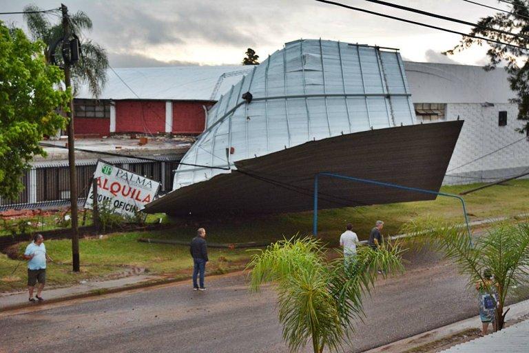 El techo completo de un ex galpón de empaque fue literalmente arrancado