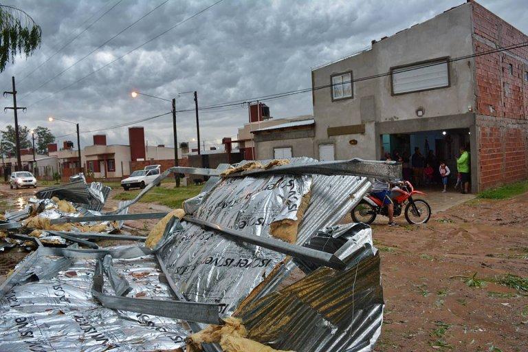 Una vivienda de calle Gualeguay y Gatto sufrió la voladura completa de su techo