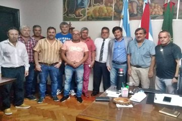 El ejecutivo municipal recibió a los gremios y prometió una respuesta por el pedido del bono