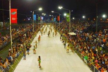 El Corsódromo se colmó de público en los ensayos técnicos