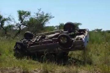 Una camioneta despistó y volcó cuando se dirigía al norte entrerriano