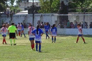 Continúan los preparativos para el comienzo de la Liga Femenina de Fútbol