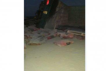 Volcó un camión con bolsas de cemento a pocos kilómetros de ruta 18
