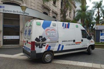 Una ambulancia sobre la peatonal revolucionó el mediodía en la zona céntrica