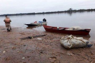 Secuestraron el bote e hicieron un acta a un hombre que pescaba con redes