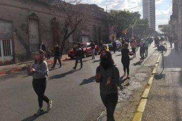 """Profesores de Educación Física marcharon por las calles céntricas pidiendo """"volver a trabajar"""""""