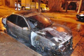A un concordiense le prendieron fuego el auto porque su novia dio positivo de COVID 19