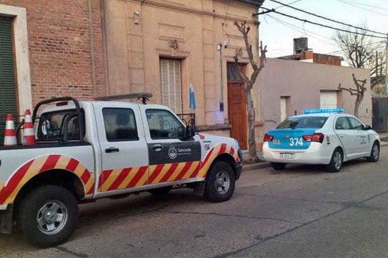 Tránsito y Policía en el domicilio que fue allanado para recuperar el utilitario
