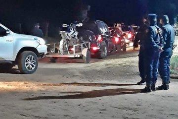 Camionetas con motos eludían el control de acceso a Concordia a través de un campo privado