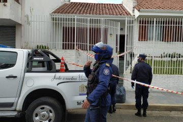 Una mujer fue encontrada sin vida en pleno centro y se sospecha de un robo violento