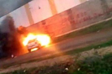 VIDEO: Una falla en el estéreo habría provocado el incendio de un vehículo