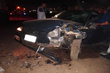 Un automovilista ebrio terminó hospitalizado tras chocar contra un camión estacionado