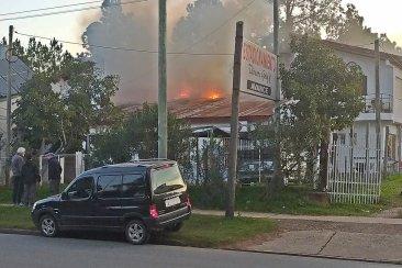 Dos dotaciones debieron trabajar en un incendio declarado en un complejo de alojamientos