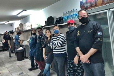 Reconocidos chefs locales unieron su trabajo para un locro solidario