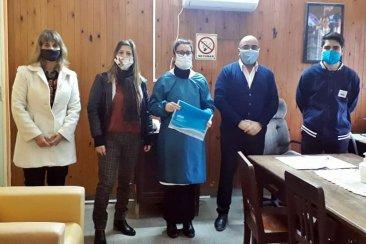 La UNER entregó batas sanitarias al hospital Felipe Heras
