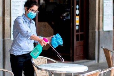 """Empresarios turísticos advierten que el virus se contagia """"en las manifestaciones y en los eventos masivos"""""""