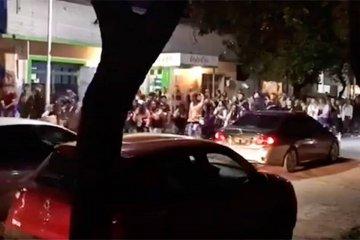 Sin medidas de prevención los estudiantes de Chajarí salieron a la calle a festejar su día