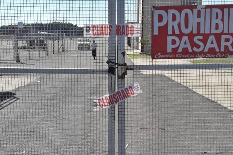 La faja de clausura en el autódromo de Concordia