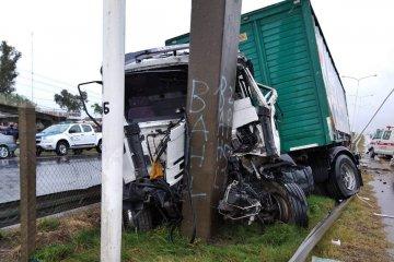 Brutal accidente de un camión en plena ruta 14
